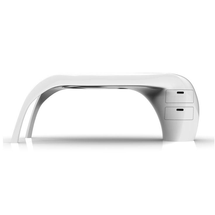 LADY DESK è una scrivania versatile, funzionale, elegante e unica... proprio come una Lady! Oltre ad essere molto bella è anche funzionale grazie a due cassetti inglobati nella parte destra della struttura monolitica. Puo' essere personalizzata sia nelle colorazioni, nell'orientamento e nelle dimensioni. E' realizzata in Adamantx® al 100% made in Italy. Designer Dania Simoncini
