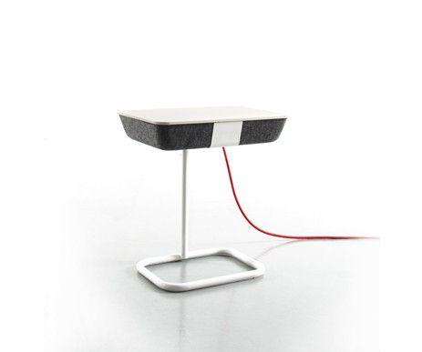 Funkcjonalny stolik Pad Box na metalowej, regulowanej nodze. Wysokość designerskiego stolika można indywidualnie dopasować.