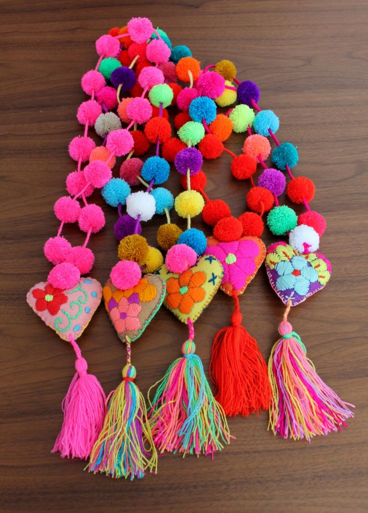 Un favorito personal de mi tienda Etsy https://www.etsy.com/mx/listing/281803000/multicolored-pom-poms-necklace-with
