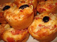 Muffins facon pizza Ingrédients : 180 gr de farine 1 sachet de levure chimique 150 gr de jambon blanc 10 cl d'huile d'olive 10 cl de lait 100 gr de râpé 3 œufs sel et poivre 2 tomates fraiches coupées en petits dés herbes de Provence quelques olives noires  Étapes : réchauffer...