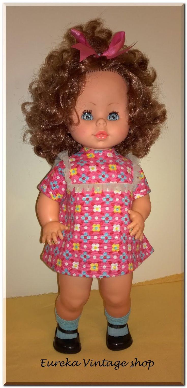 Γλυκύτατη ιταλική κούκλα Migliorati από την δεκαετία 1970's. Έχει πολύ όμορφα σγουρά καστανοκόκκινα μαλλιά. Όμορφα ντυμένη σε πάρα πολύ καλή κατάσταση. Ύψος 39εκ.