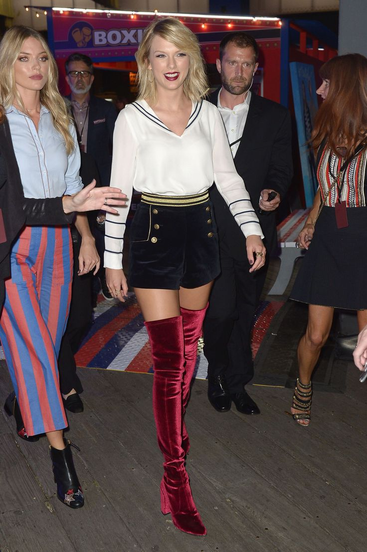 Taylor and Martha Hunt arriving to the Gigi Hadid for Tommy Hilfiger fashion show 9.9.16