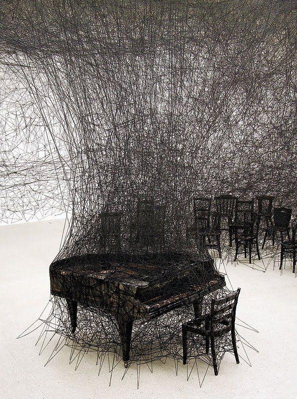 Chiharu Shiota - In Silence, 2008