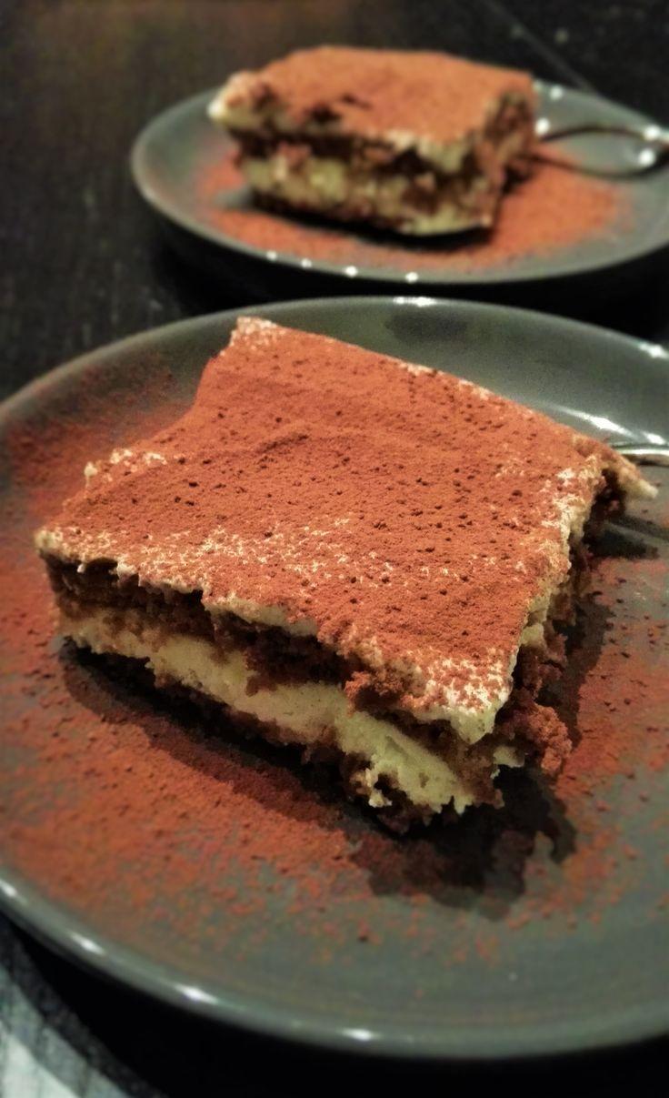 Recept voor tiramisu met bastogne in plaats van lange vingers. Dit recept bevat onder andere mascarpone, slagroom en bastognekoeken, maar geen ei!