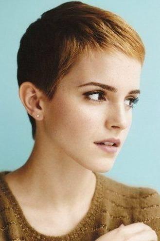 Emma  Watson with short bob