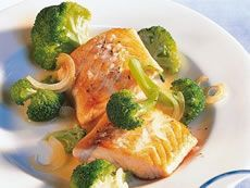 Alkaline Diet Recipe #112: Salmon Steak with Broccoli - This delicious recipe contains salmon, an oily fish which is rich in the healthy essential fatty acids and which can be included into an alkaline diet.