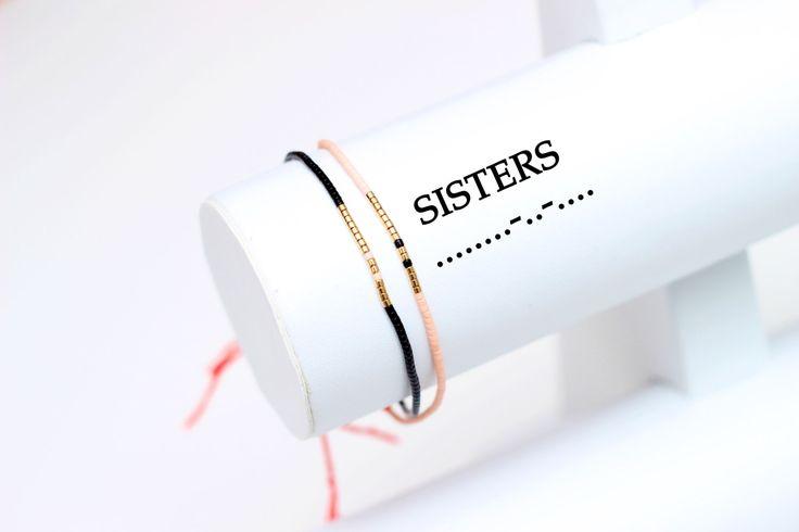 Ensemble de 2 sœurs Code Morse Code Bracelet, Bracelet de soeur, ensemble de Bracelets, bijoux de la soeur, le Code Morse bijoux, Bracelet fil rouge par HippieThings sur Etsy https://www.etsy.com/fr/listing/265022760/ensemble-de-2-sours-code-morse-code