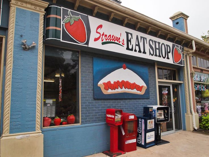 Strawn's Eat Shop in Shreveport, Louisiana has been listed by Southern Living Magazine as one of the top 10 diners in the South. Stop by for a fabulous piece of pie. (c) GTH & Nathan DePetris