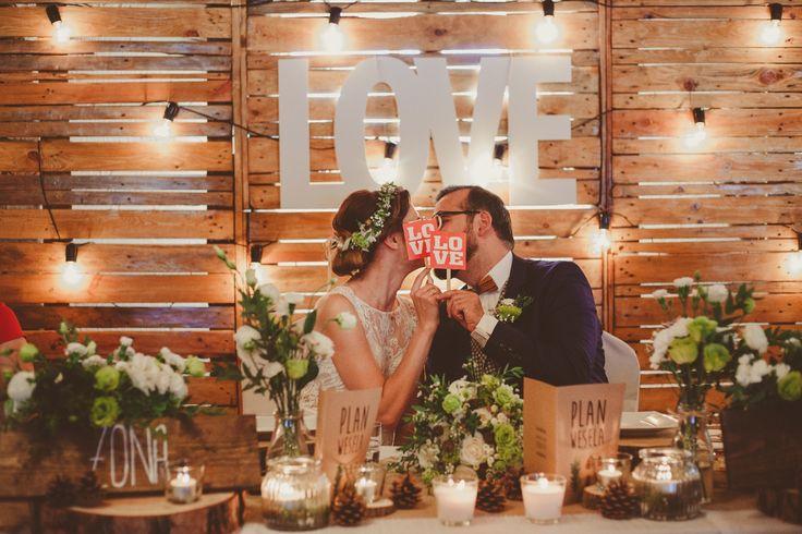 Dekoracja stołu Młodych w stylu rustykalnym || Rustical newlyweds table decoration