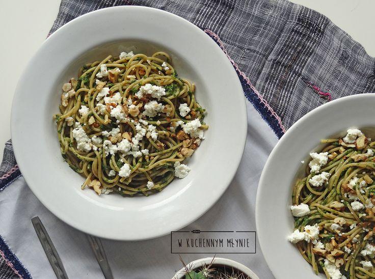 Spaghetti ze szpinakiem, gorgonzolą i orzechami