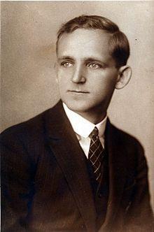 A matematikus és eszperantista fiatalkori fényképe