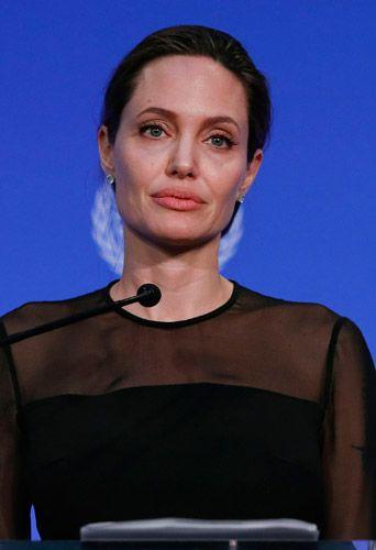 Prête à tout pour obtenir la garde de ses enfants, Angelina Jolie a multiplié les coups bas à l'encontre de Brad Pitt. Son image a été fortement écornée par ce comportement. Elle souhaite donc redorer son blason avec l'aide d'un conseiller en image.