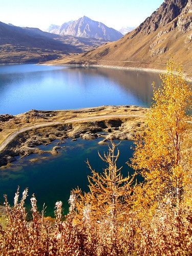 Lago del Moncenisio I colori autunnali sul Lago del Moncenisio Piemonte