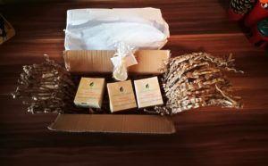 Am comandat 3 sapunuri cu citrice si lemongrass de pe site-ul Breslo (site-ul meu preferat, plin de creatori romani 😊) de la magazinul AimeaBoutique. Produsele respecta principiile mele: sunt netestate pe animale, vegane, 100% naturale, nu conțin ulei de palmier si, ceea ce m-a incantat peste masura:produsele sunt ambalate numai in hartie si carton. 🌏 http://www.korydeea.com/2017/11/oranjerie-sapun-natural-cu-lemongrass-si-portocala/