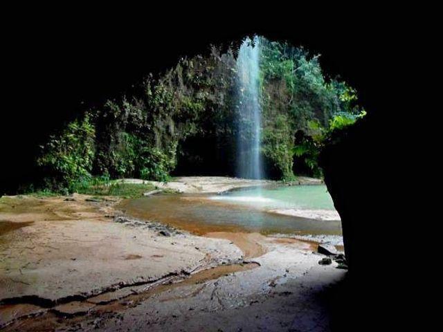 Cachoeira Planaltina (Brasil Novo - PA) O município de Brasil Novo, no sudeste do Pará, é conhecido pelas cachoeiras, corredeiras, cavernas e grutas que atraem turistas em busca de aventura em novos destinos. A cachoeira Planaltina é uma das que mais se destacam graças ao tom de suas águas esverdeado.