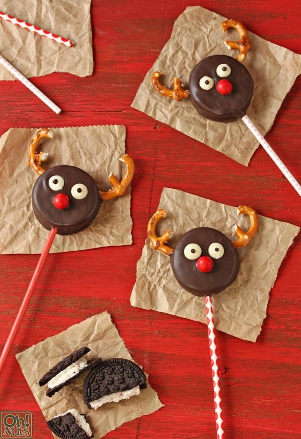 Reindeer Oreo Cookie Pops - a fast and easy treat for the holidays!