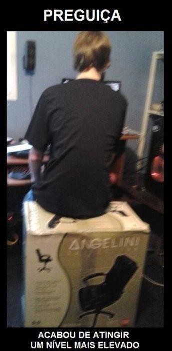 vai alguém substituiu a cadeira montada pela caixa da cadeira