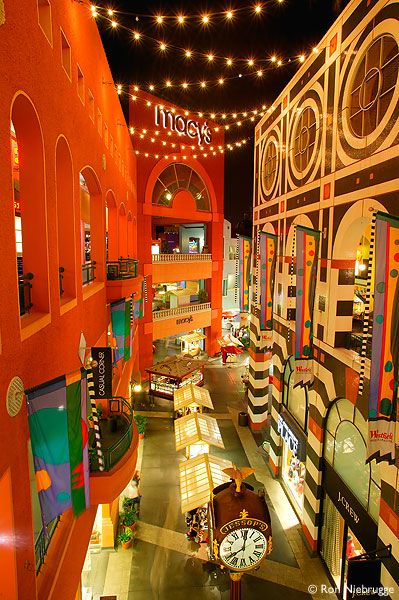 Horton Plaza in downtown San Diego, California Ailleurs communication…