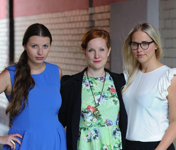 Die EDITION F - Gründerinnen Nora-Vanessa Wohlert (links) und Susann Hofmann (rechts) mit Redaktionsleisterin Teresa Bücker. Fotos: Jennifer Fey.