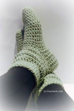 Free Crochet Pattern to make these gorgeous Fashionable Crochet Slipper Boots ༺✿ƬⱤღ  https://www.pinterest.com/teretegui/✿༻