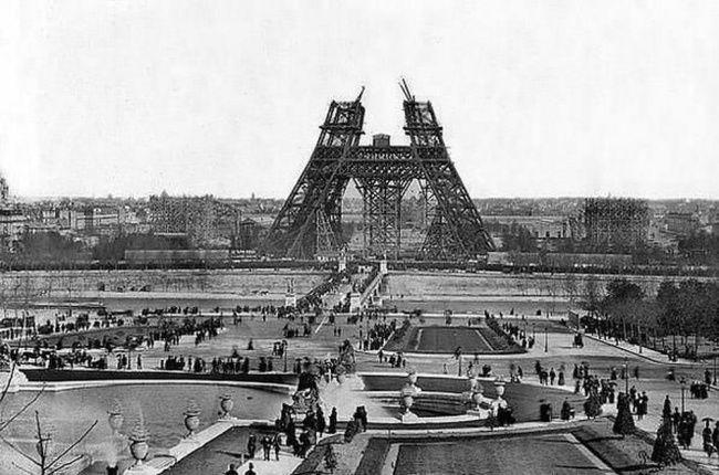 Construção da Torre Eiffel, 1880. 40 Fotos incríveis que mudarão sua visão sobre o passado ~ Postador BR