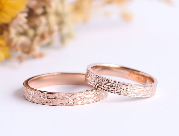 Zarif, ince ve minimal pembe altın tasarım alyans. Thin, elegant, gracefull rose gold wedding rings and bands. Instagram: @burcuokutjewellery