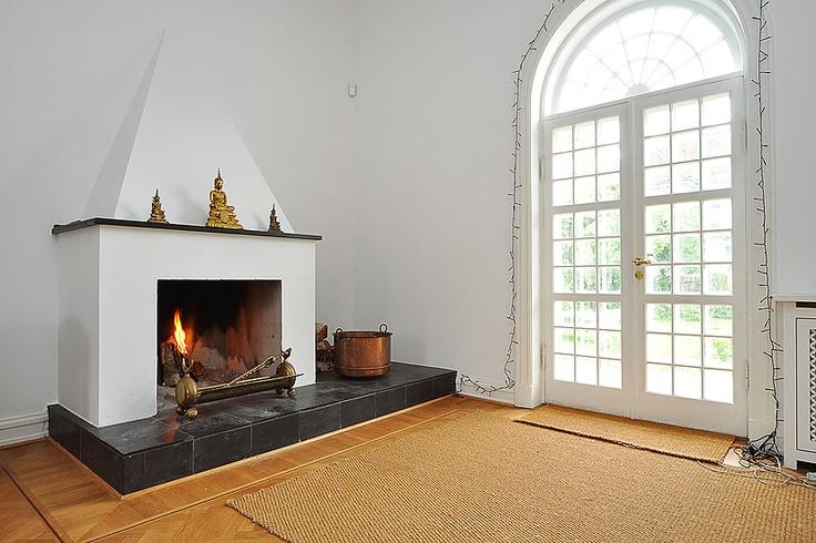 Villa på 287 kvm.i Hellerup til salg hos RobinHus. Smuk pejs og smukke franske døre. Klik for fotos af boligen. http://www.robinhus.dk/ejendom/default.asp?boligid=54126