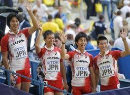 男子400メートルリレーで6位入賞を果たしたが、試合後の選手たちは口々に次回への課題を言葉にした。(左から)飯塚、高瀬、藤光、桐生ら日本チーム