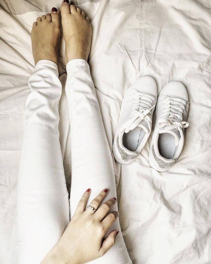 #white #fashion #minimalistic #sneakers #photooftheday #potd #photography #love #Littlelouvain