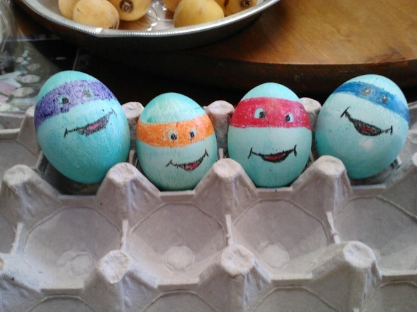 Ninja turtle easter eggs...Have to do these for Trent