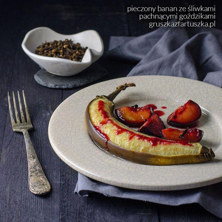 Jesienią, gdy na dworze robi się coraz zimniej, ciepłe posiłki sprawiają większą przyjemność! Pieczone owoce z korzenną nutą smakują wtedy jeszcze lepiej!