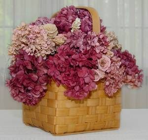 You can actually dye dried hydrangeas. Will definitely try this!