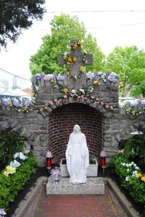 1000 images about catholic outdoor shrines and grottos on for Garden grotto designs