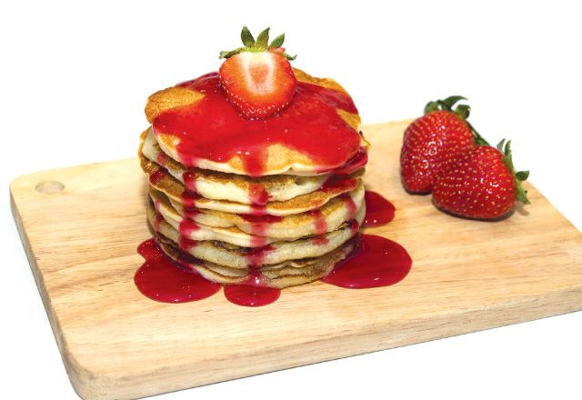 Fitness model Jen Jewell shares her strawberry protein pancakes recipe. YUM.