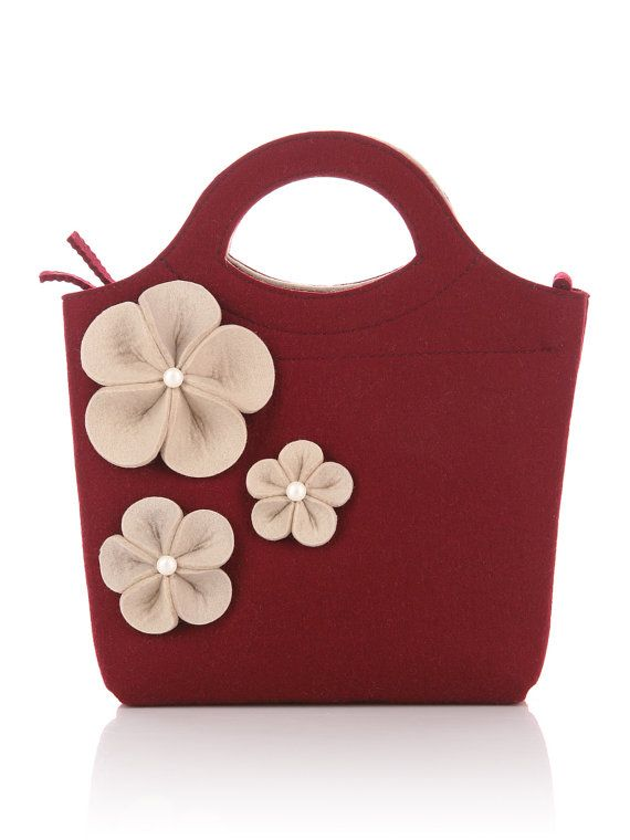 Vinous Felt Bag Bianca. Original beautiful and with by FELTTERRA. Fun bag.