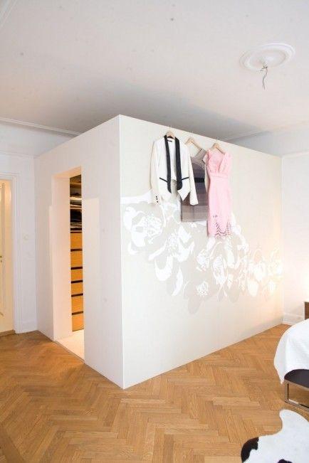 Tapet fra Photowall på utsiden av garderoben walk in closet
