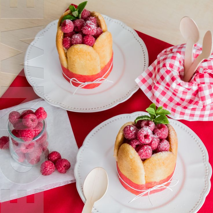El que no mata, engreixa: Charlota de crema de yogur y frambuesas