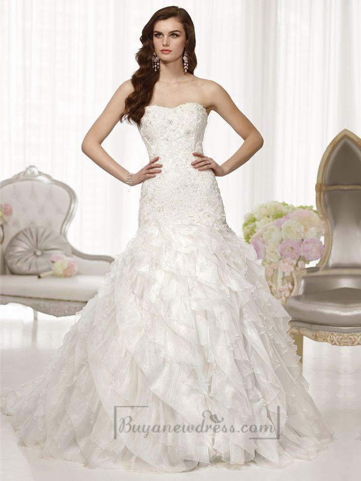 Fit and Flare Semi Sweetheart Neckline Wedding Dresses with Pleated Skirt