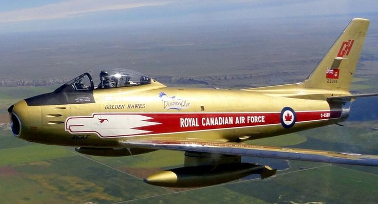 Fighter Friday! Slick paint job on RCAF F-86! Pic taken from Vintage Wings RCAF P-51 Mustang! pic.twitter.com/juKVC45CXC