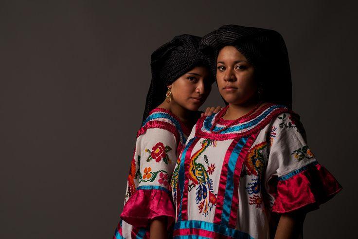 Oaxaca desde adentro - Las mazatecas - Huautla de Jiménez. Para quienes no somos nacidos ni estamos familiarizados con el Estado de Oaxaca nos resulta difícil, a veces imposible, entender la gran cantidad de municipios con que cuenta el Estado...