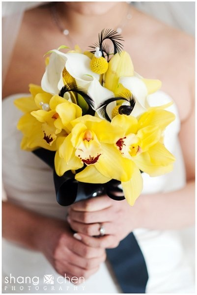 yellow with black feathers: Bridal Bouquets, Calla Lilies, Yellow Orchids, Weddings Flower, Yellow Bouquets, Yellow Weddings Bouquets, Orchids Bouquets, Black Feathers, Yellow Flower