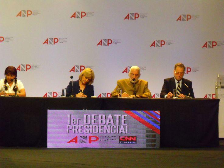 Alfredo Sfeir Younis, durante el debate presidencial organizado por la Asociación Nacional de Prensa (ANP)