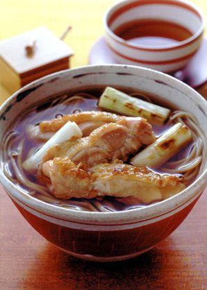 カリッと焼いた鶏肉が香ばしい。つゆにも味がしみて、格別のおいしさ。