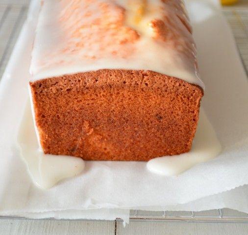 Hier het geheime recept van de starbucks lemon loaf, een luchtige citroen cake met icing.