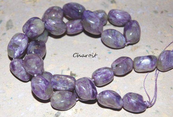"""Vackra purple Chaorit halvädelsten nuggets 10 x 12 mm, lila/grå. Pris per styck. Charoit kallas """"Stone of Transformation"""". Charoit sägs vara en sten av inspiration, vilket leder till ökad kreativitet, andlig tillväxt, och visar nya möjligheter även i fastlåsta situationer."""