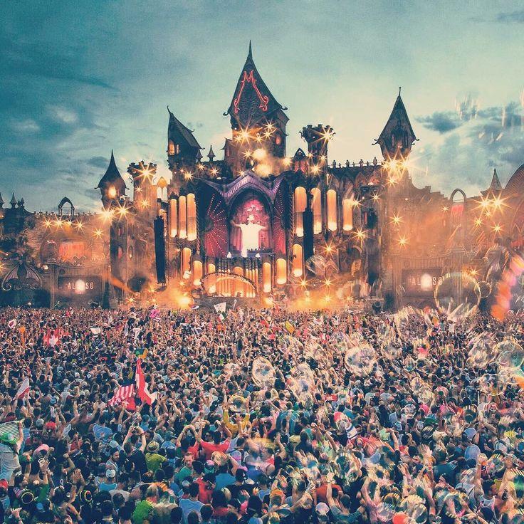 Seleccione esta imagen por que es deTomorrowland 2015, Algunos se preguntaran que es Tomorrowland es el evento donde se presentan los mejores deejay del mundo y un deejay como yo amateur quisiera estar ahí