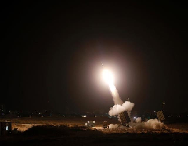 Israel pounds Gaza Strip (© REUTERS/Baz Ratner )