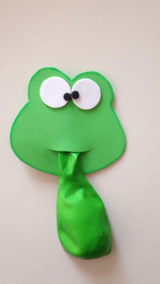 DIY Foamsheet Froghead for a balloon party treat.⭐⭐ Lembrancinha para crianças