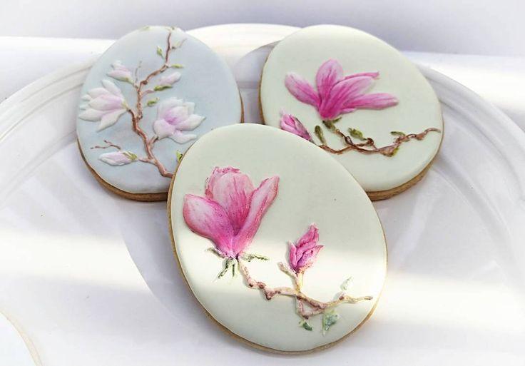 "Viera (@viera__k) on Instagram: ""Magnolia flowers #magnolia #decoratedcookies  #cookieart  #torontocookies  #torontofood…"""
