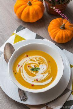Cet article est également disponible en : AnglaisL'automne est de retour et avec lui les jolies courges de toutes formes et couleurs! J'adore ce légume que l'on peut décliner en une multitude de préparation: rôtie, en purée, en beignets,… mais surtout, plus classique mais toujours aussi bon: en soupe!!! Je vous propose donc aujourd'hui une...Read More »
